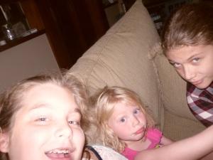 3 girls selfie